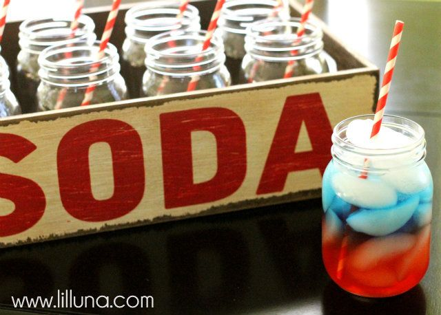 How to layer drinks -- Fourth of July Layered Drink @Kristyn {Lil' Luna}