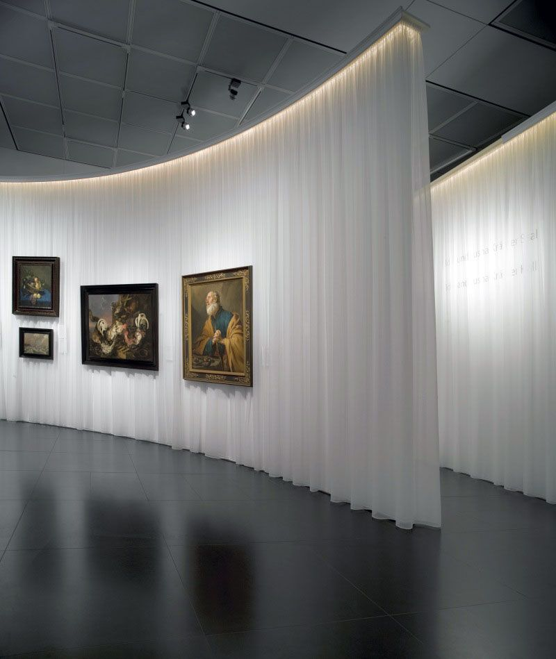 Kremer collection exhibition by concrete architectural for Curved wall