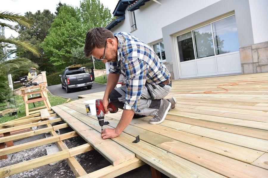 Terrasse ou patio en dalles, pavé-uni, bois traité, composite - terrasse pave et bois