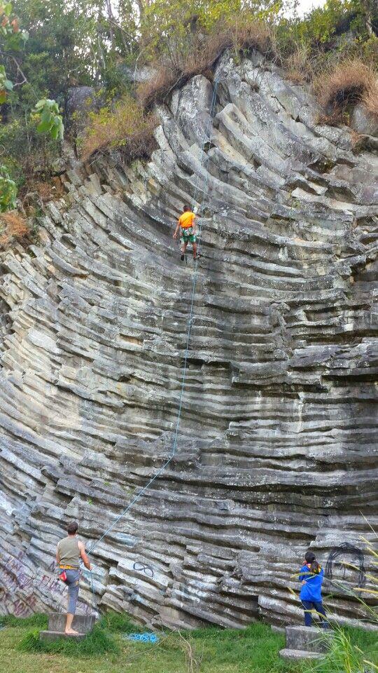 Monta a de piedra volc nica para escalar en boquete panam for Piedra volcanica