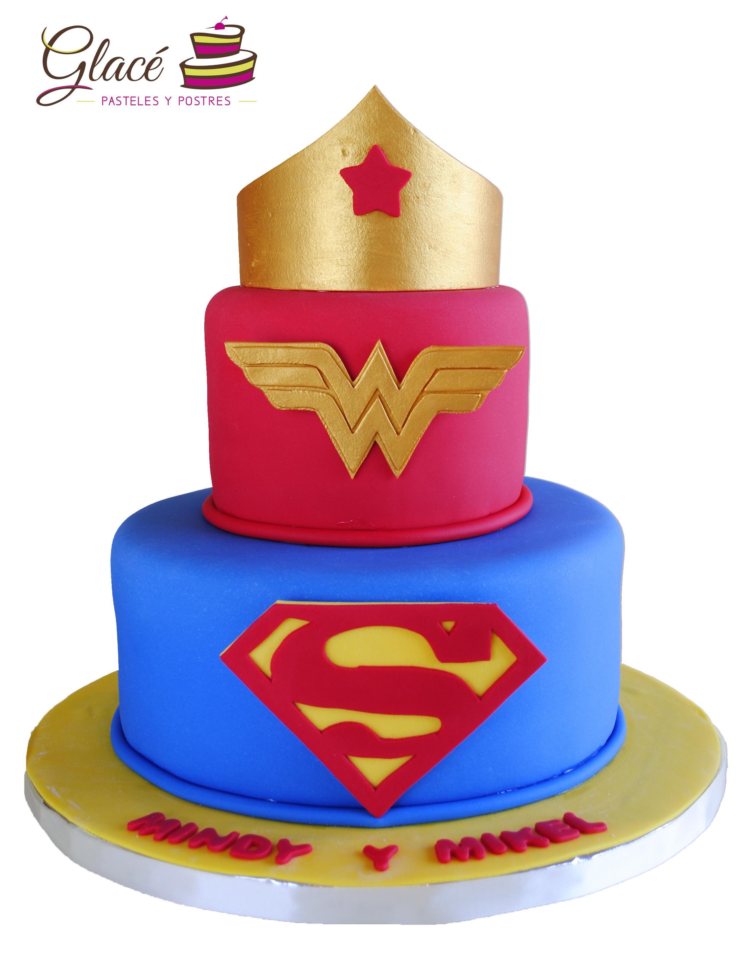 Mujer maravilla y superman. Decorado con fondant; logos y corona de ...