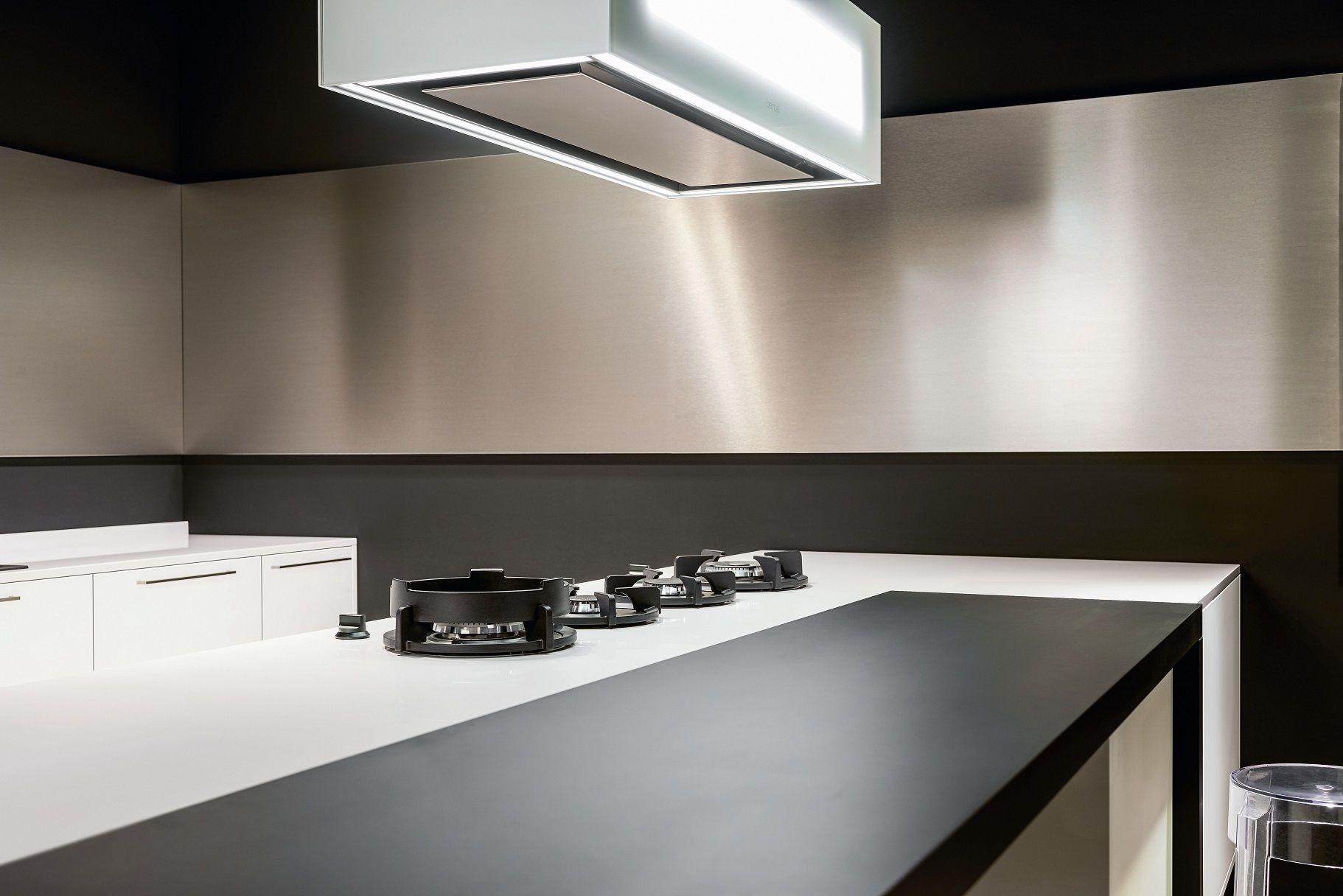 Uitvoering :  1) alpine wit (21-4059) Kunststof oppervlak, frontdikte 19mm, 4-zijdig kanten  2) softlak zwart (90-RAL) 4-zijdig kanten met soft-lakoppervlak, frontdikte 19mm   3) eik natuur horizontaal (21-3057) Kunststof oppervlak, frontdikte 19mm, 4-zijdig kanten