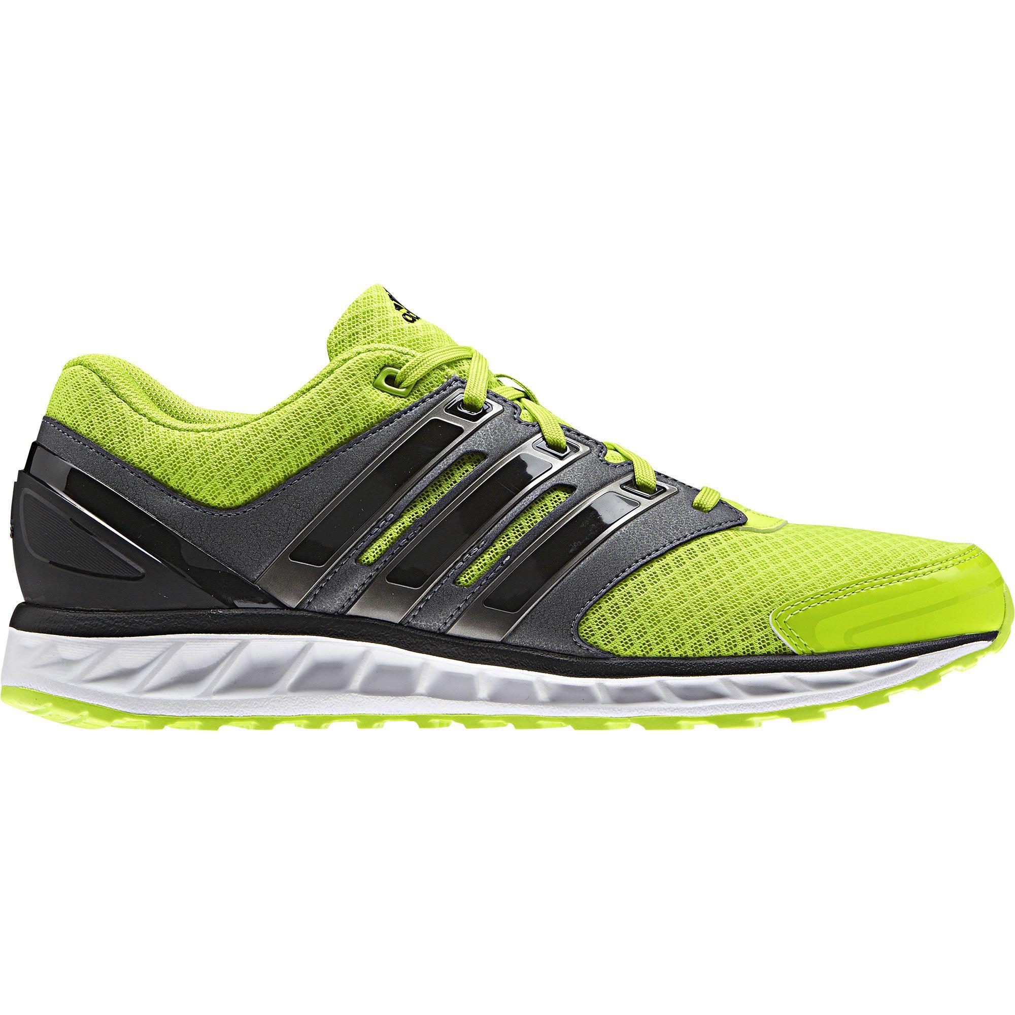 Dejá que tus pies transpiren libremente con estas zapatillas de correr para hombre. Incorporan un exterior recubierto de malla, amortiguación ligera de LiteStrike EVA y revestimientos sintéticos para mayor sujeción.