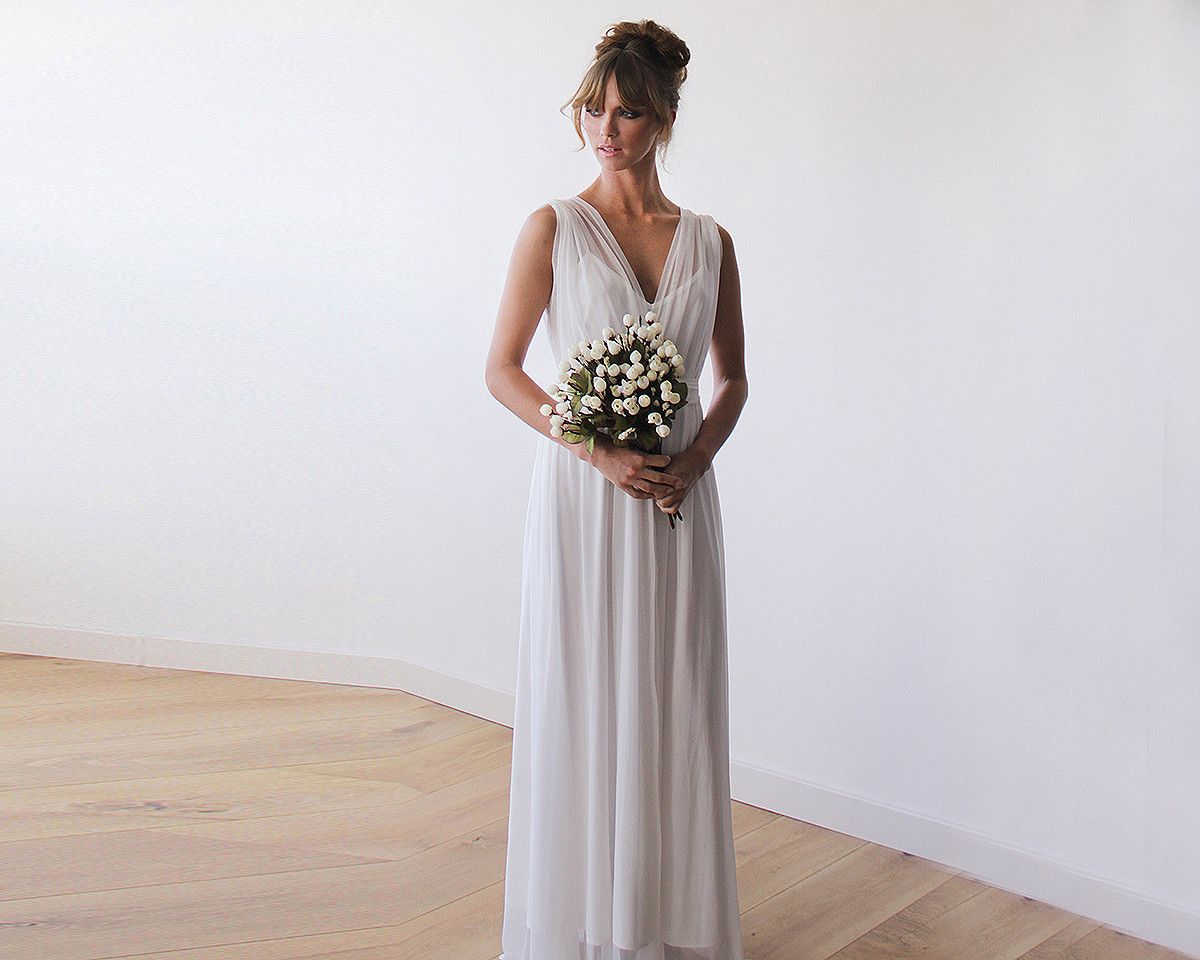 Dresses to wear to a wedding reception  Ivory Sheer Chiffon Sleeveless Bridal Gown  שיער ואיפור חתונה
