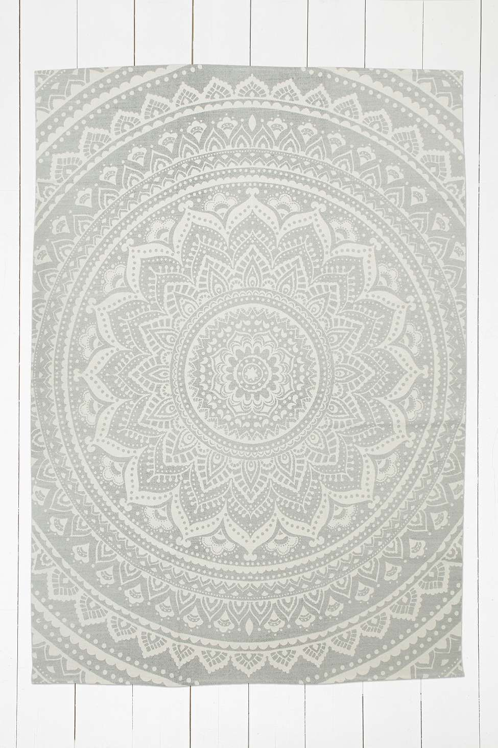sahara medallion 5x7 grey rug urban outfitters. Black Bedroom Furniture Sets. Home Design Ideas
