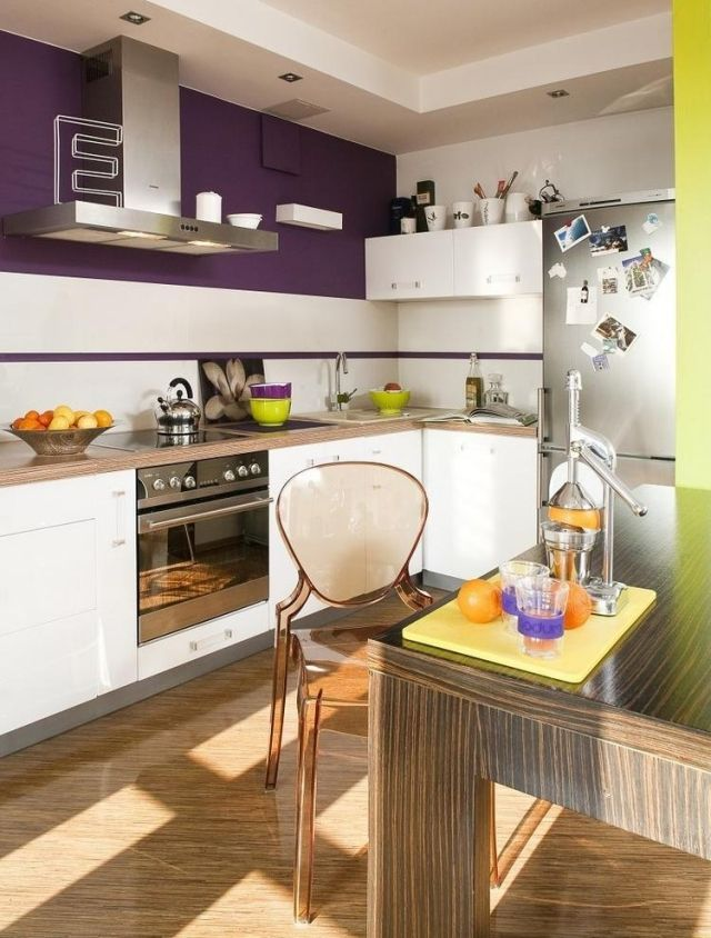 Weiße Küche Mit Holz wandfarbe weiße küche aubergine holz arbeitsplatte acryl stuhl
