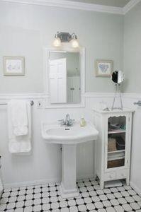 Small Bathroom Wall And Floor Ideas Small Vintage Bathroom Bungalow Bathroom Vintage Bathroom Decor