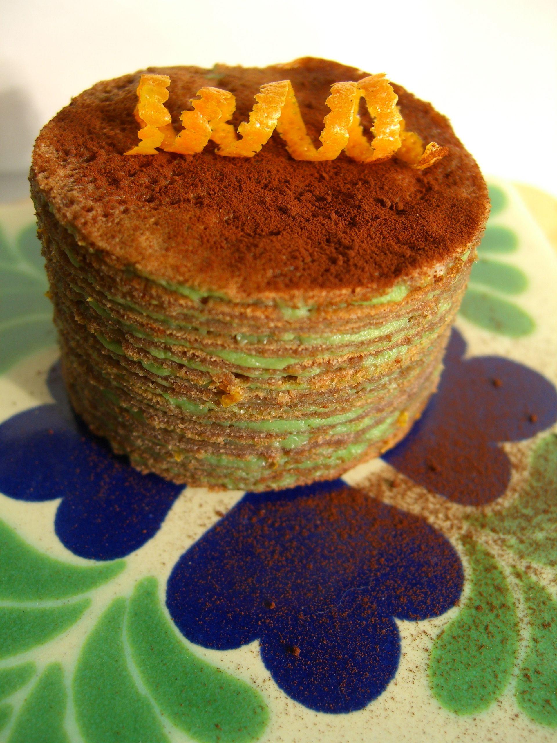 chocolate mini-gâteau de crêpes with green tea cream
