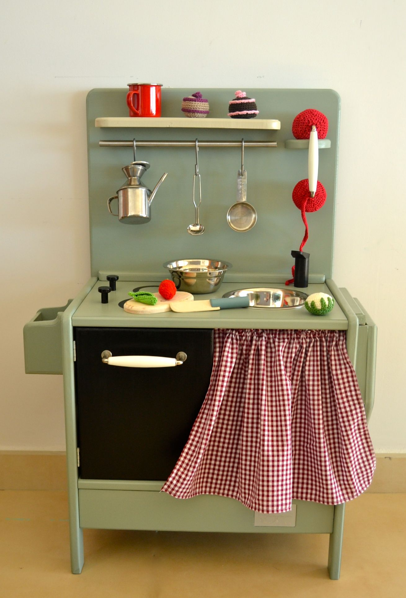 Wooden toy kitchen. woodentoys Wooden toy kitchen