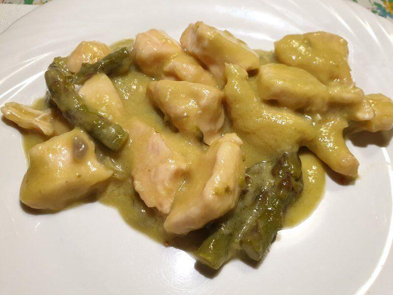 Pollo Con Asparagi Ricetta Di Fragolosi Ricetta Ricette Asparagi Ricette Di Cucina