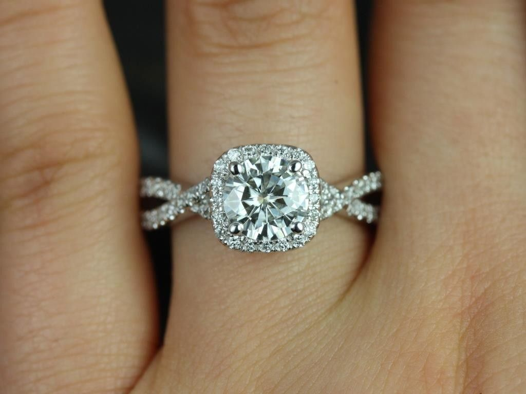 25+ Best Circle Engagement Rings Ideas On Pinterest  Circle Wedding Rings,  Circle Diamond Rings And Cool Engagement Rings