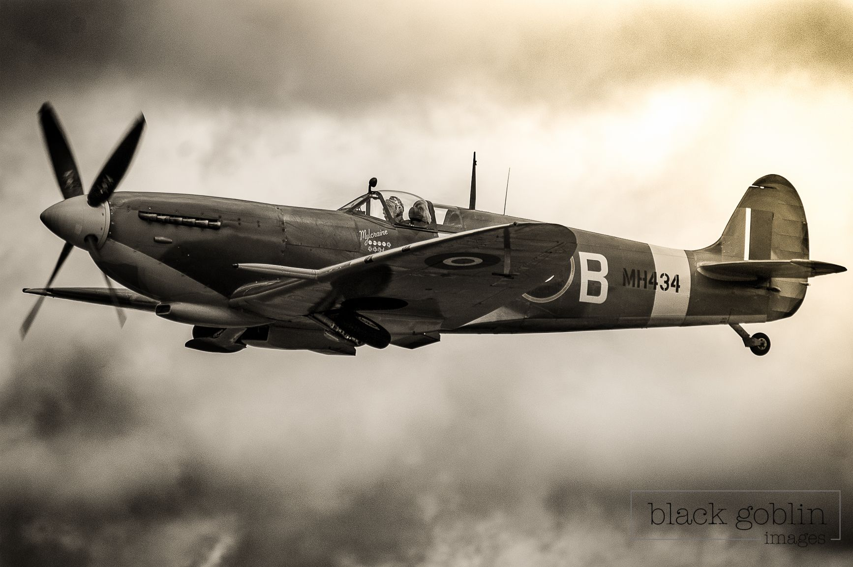 Spitfire flying at Fairford Airshow Air show, Image