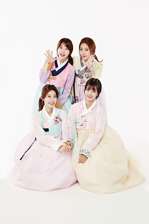 Korean pop group Girls Day in Hanbok