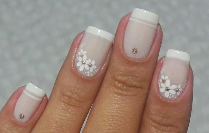 uñas nude y frances blanco, flores blancas | French Manicure ...