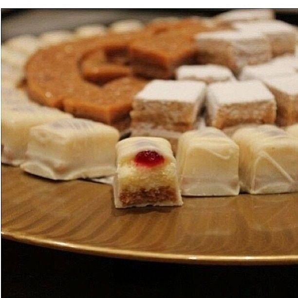 حلو القهوه اللذيذ ميلفيه وتوفي وتشيز كيك الكيلو ١٠ دينار لذيييذ يذوب بالفم متوفر لليوم Padgram Food Cheese Dairy