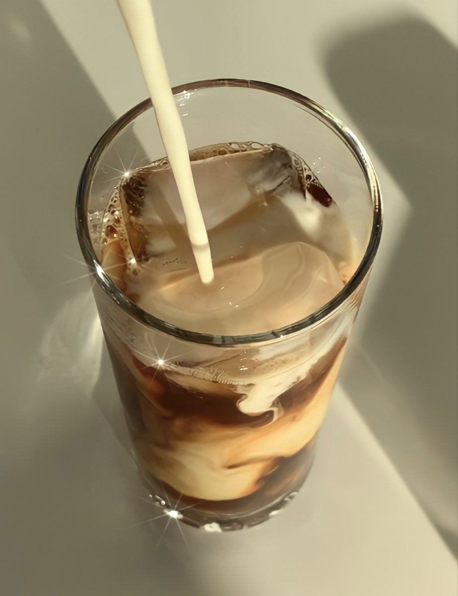 Pin By M On Coffee In 2020 Aesthetic Food Coffee Addict Coffee Drinks