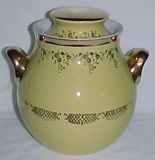 Squiggle Decorated Ear Cookie Jar And Lid Made By Hall China It Is Signed 1576 079 9gl 146