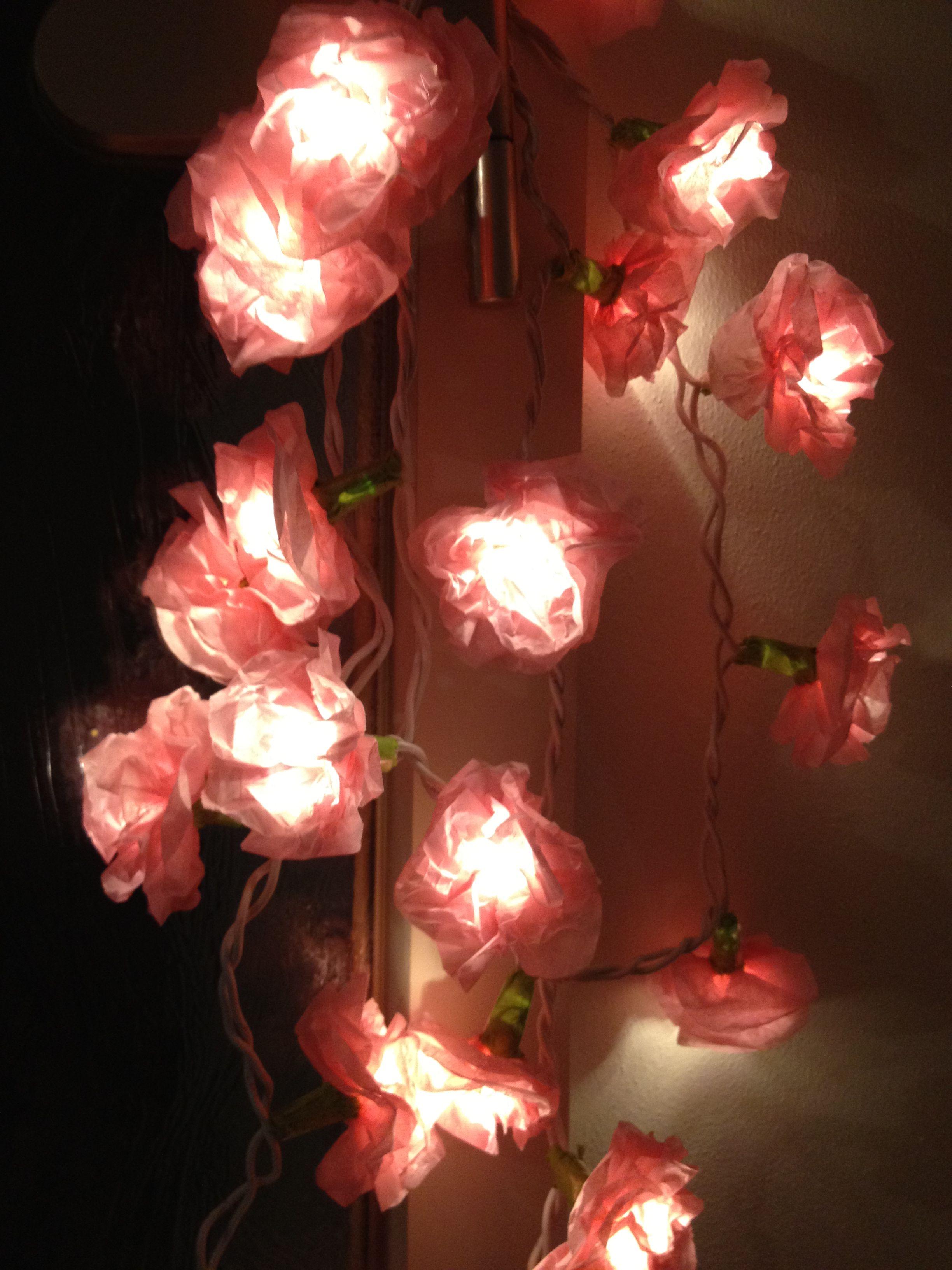 Led Lichterkette Mit Blumen Aus Seidenpapier Flugs Gebastelt Lichterkette Led Lichterkette Basteln