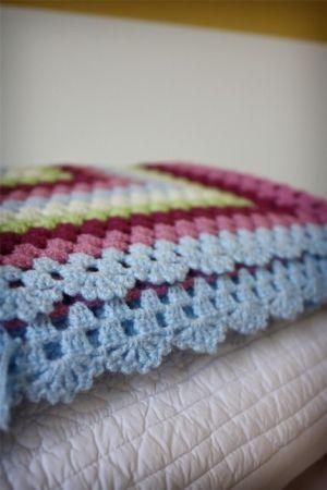 stunning edge on crochet blanket by Lollypopyarns   Crochet Patterns ...