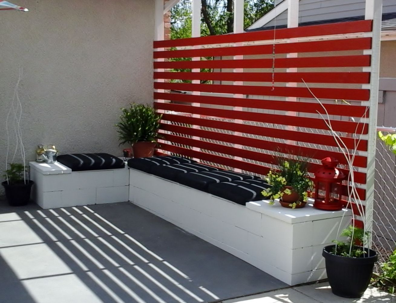 Diy outdoor furniture cinder block our take on patio for Cinder block seating area