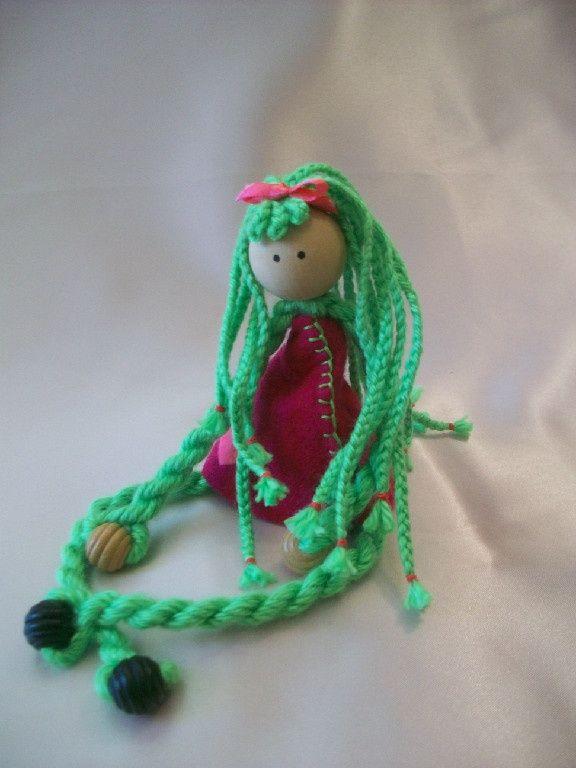 yarn dolls   Found on grandmaflabimski.com   simple dolls   Pinterest