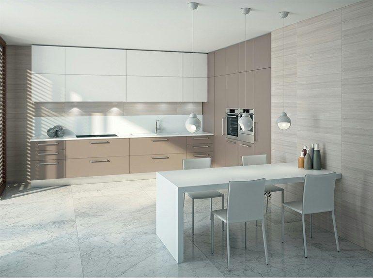 Cucina bicolore con parete colone + lampade a sospensione su ...