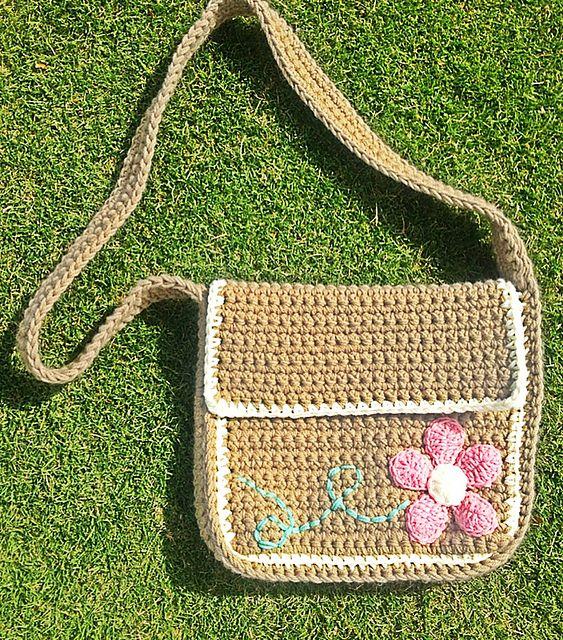 Kiwi Tote Messenger Bag pattern by Sweet Kiwi Crochet