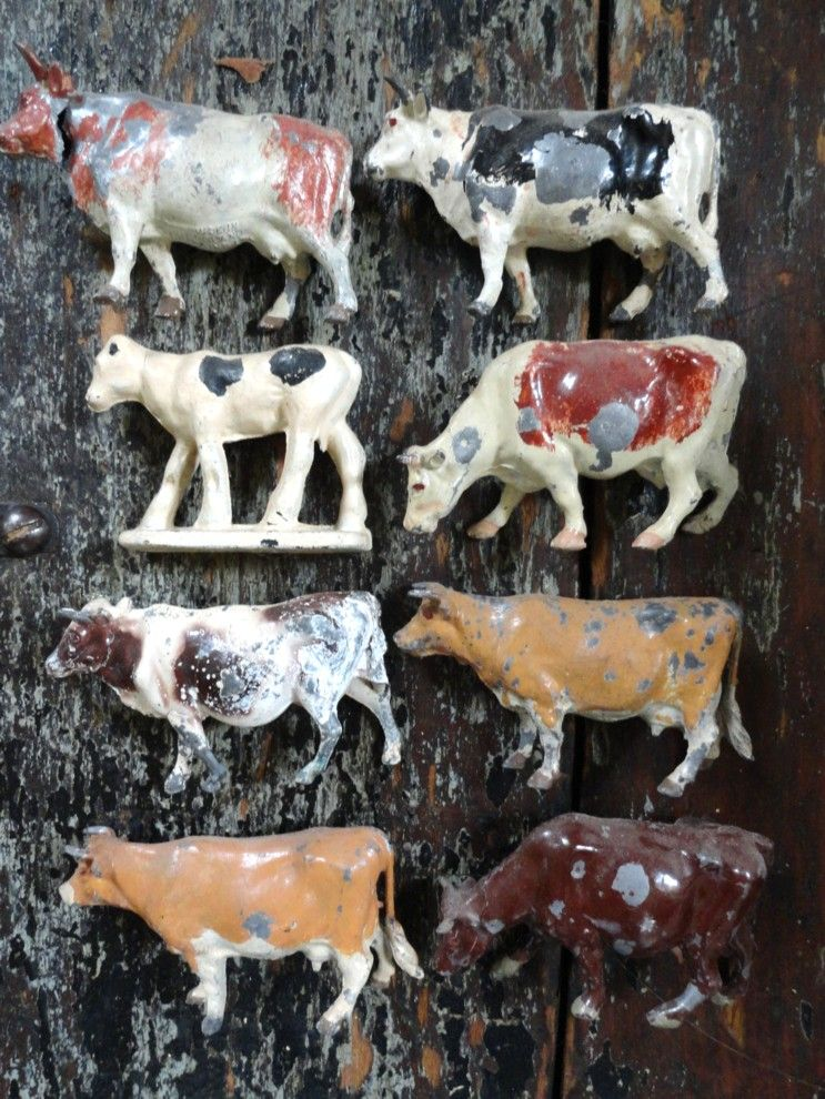 Small Toy Cows : Metal toy cow display poor little well loved moo moos