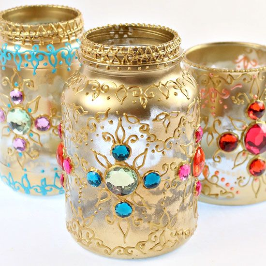 Use recycled jars puff paint and gems to make beautiful for Decoration murale kabyle