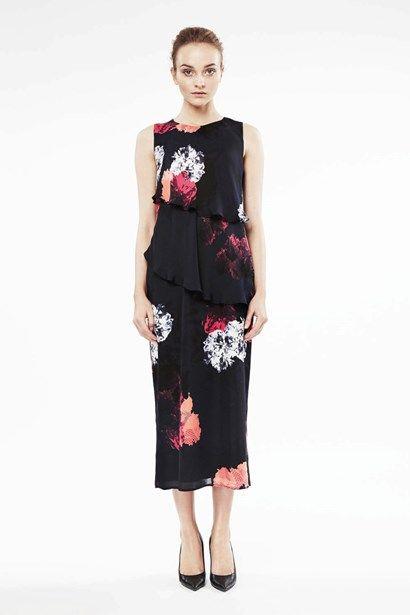 8f7eef93ef5c Meridana är en fantastisk hellång klänning i Styleins härliga  silkeskvalitet. - Stylein Peplum Dress,