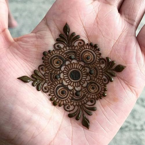 10 Simple and Easy Mehndi Designs for Kids | Way2info.com