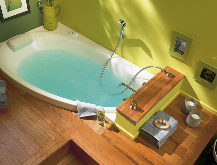 Baignoire d 39 angle surelev carnet d 39 id es salle de bain for Rangement salle de bain baignoire