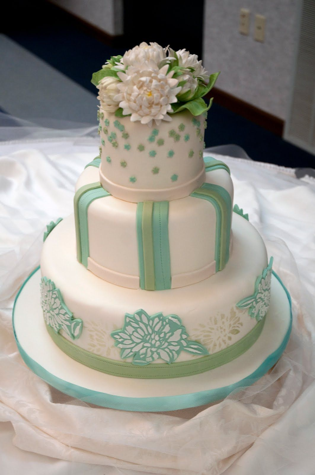 Love the size and the little top tier-would be great in orange