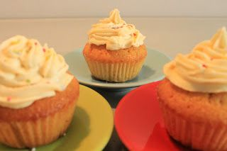 Cupcakes à la vanille (http://libre-exces.blogspot.fr/2012/08/mes-cupcakes-la-vanille.html)