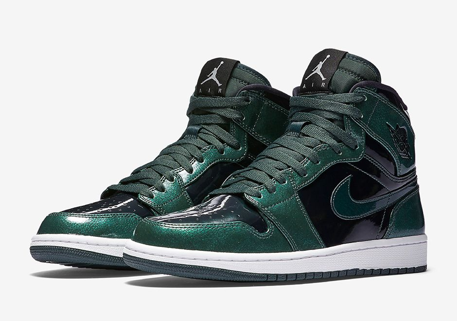 d6556db2ce13 ... Gs Ghost Green-White Official Images Of The Air Jordan 1 High Grove  Green ...