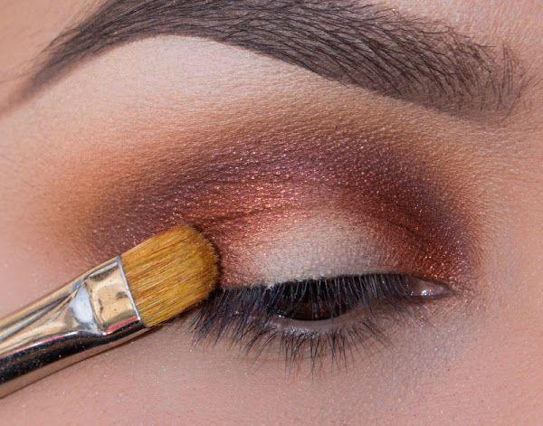 Maquillaje para pieles morenas ojos ahumados con amarillo Ombre