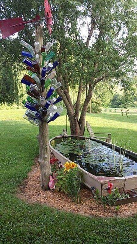 So eine süße Idee, ein altes Boot in einen Fischteich umzuwandeln! #backyardlandscapedesign
