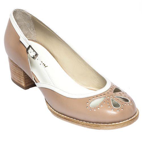 4d75f8bce27 Encontre este Pin e muitos outros na pasta sapatos de donarosanaenf.