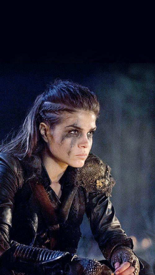 If I ever lived in a time like this, I would do my hair just like Octavia's.
