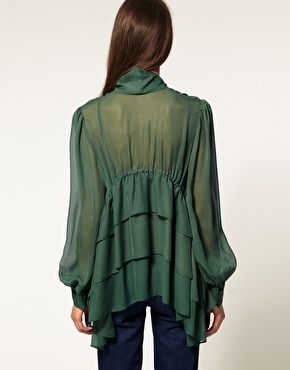 Bluse with ruffles.