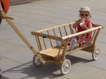 leiterwagen garten holz kinder bollerwagen kinderspielzeug leiterwagen zabawki pinterest. Black Bedroom Furniture Sets. Home Design Ideas