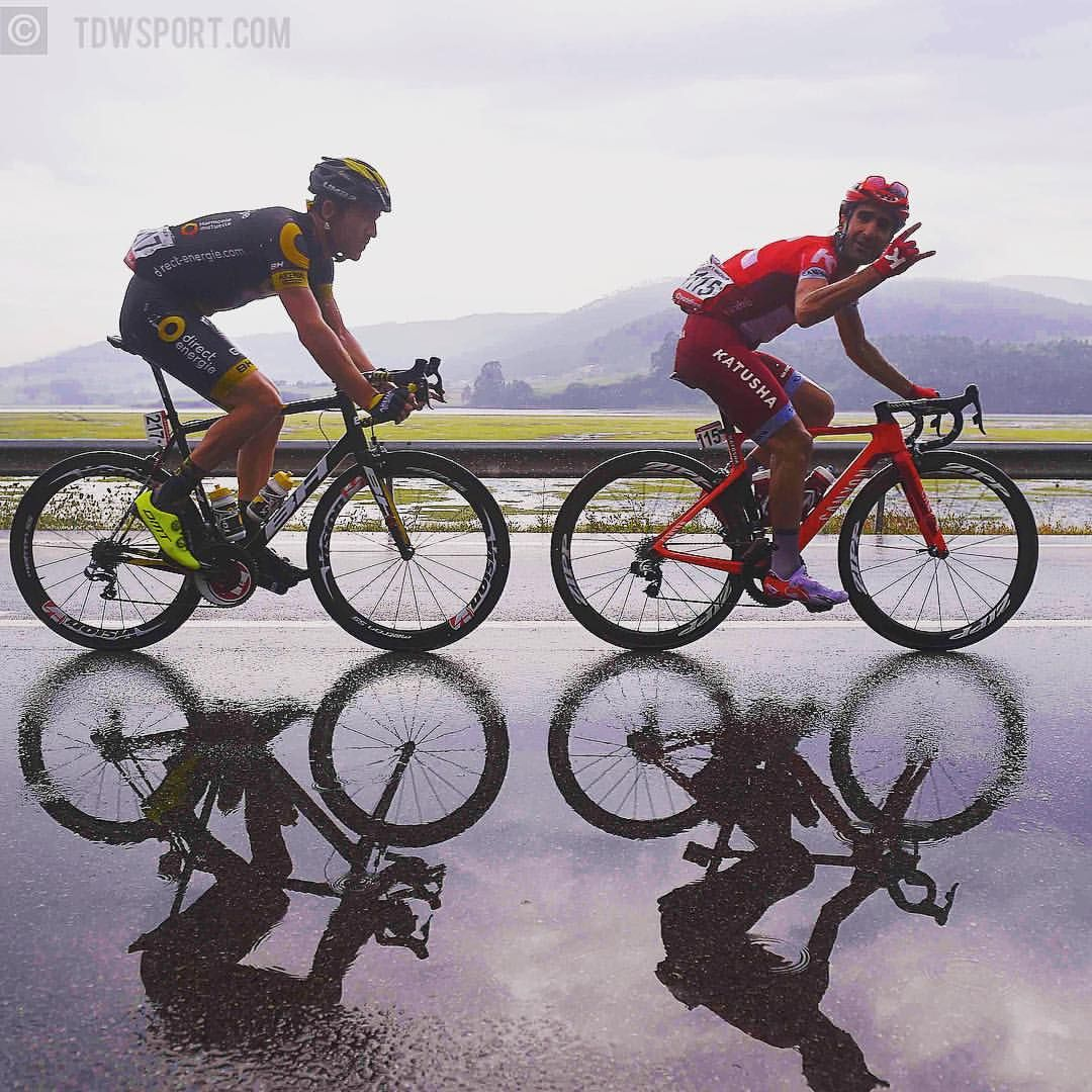 Being in the attack in the rain, doesn't mean you can't have fun @tiagomachado85 @romaincardis @lavueltaaespana #stage5 #fun #Rain #cycling #Vuelta #TourOfSpain