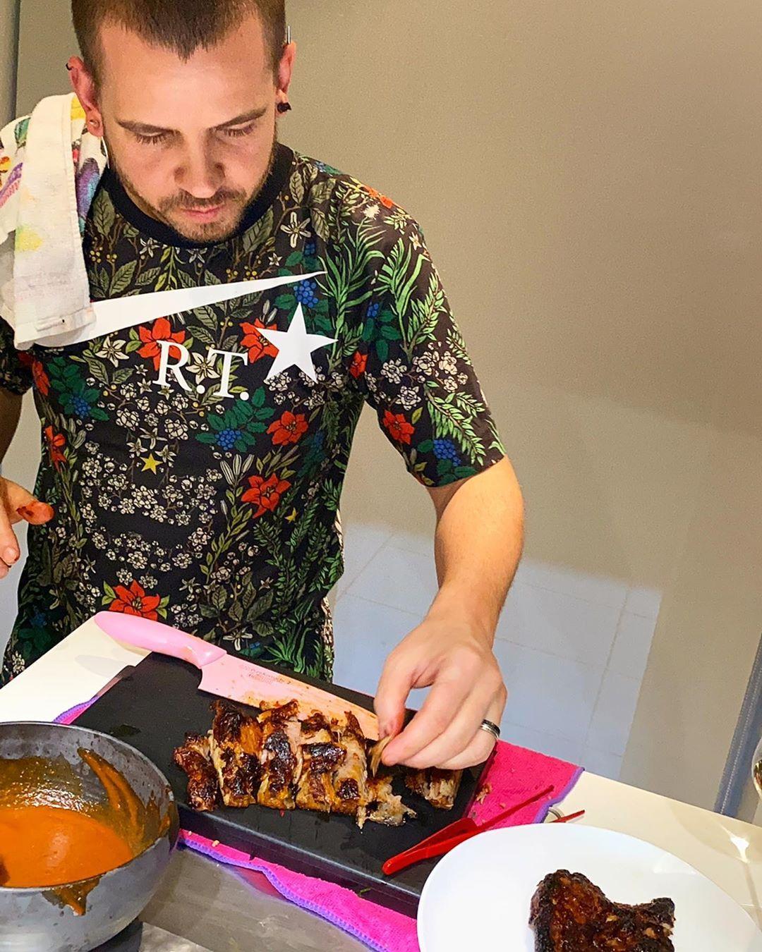 Dabiz Muñoz On Instagram Hoy He Asado Este Costillar De Cerdo Lacado Meloso Y Súper Jugoso Para Hacer Unos Tacos De Maíz Espect Dabiz Muñoz Asado Diverxo