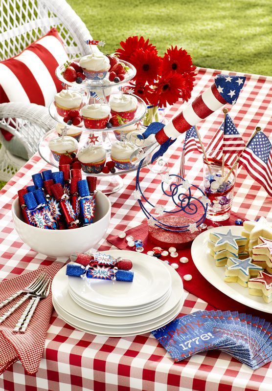 20 Lovely Patriotic Celebration Table Ideas 4th Of July