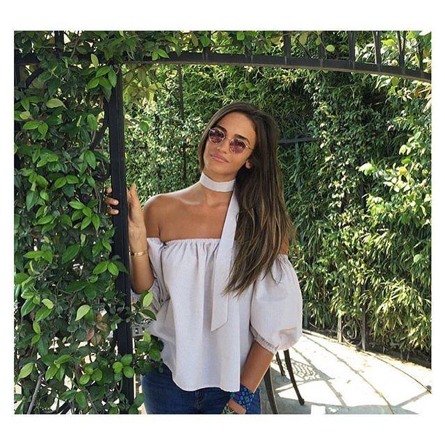 Tescilli güzellerimizden Acalya, eva bluzuyla sahane görünüyor 👑 #offshoulder #evabluz #pamukbluz #acalyasamyelidanoglu #cool #shirt #fashion