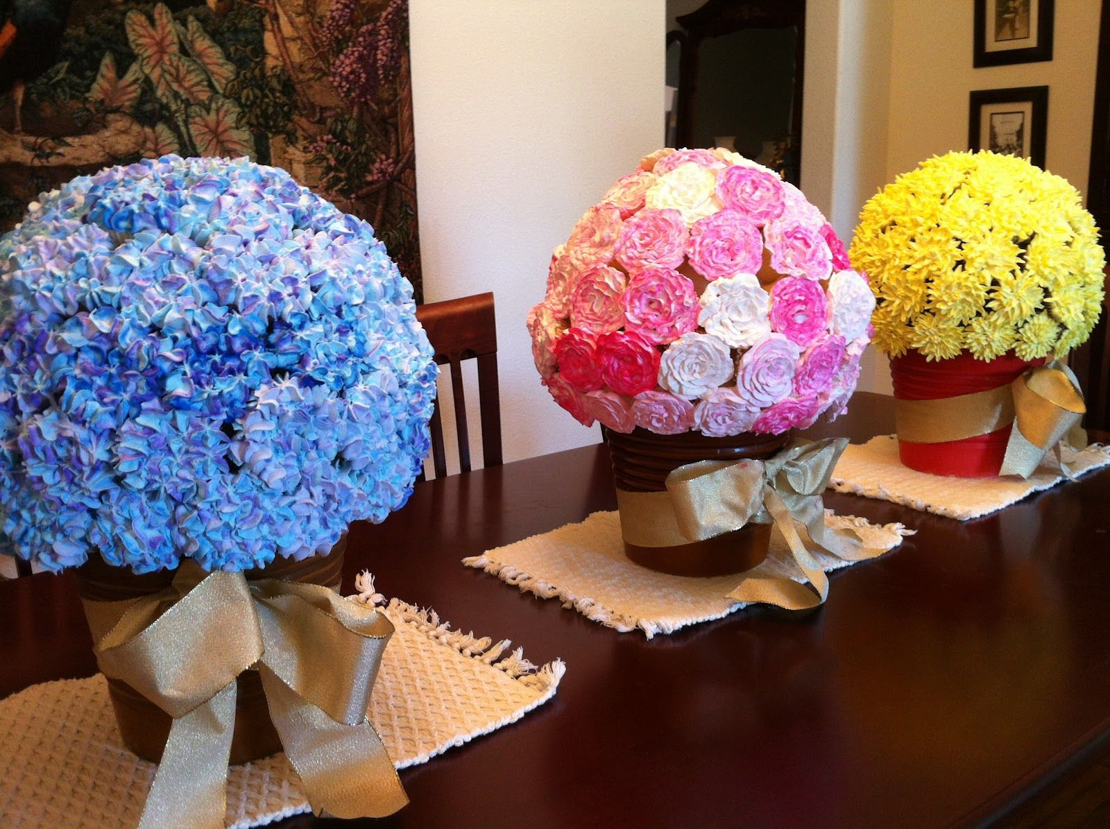 Cake ball flower pot bouquet posted by anh hoang at 208 pm cupcake flower bouquets video tutorial these are real cupcakes covering a foam ball izmirmasajfo Image collections