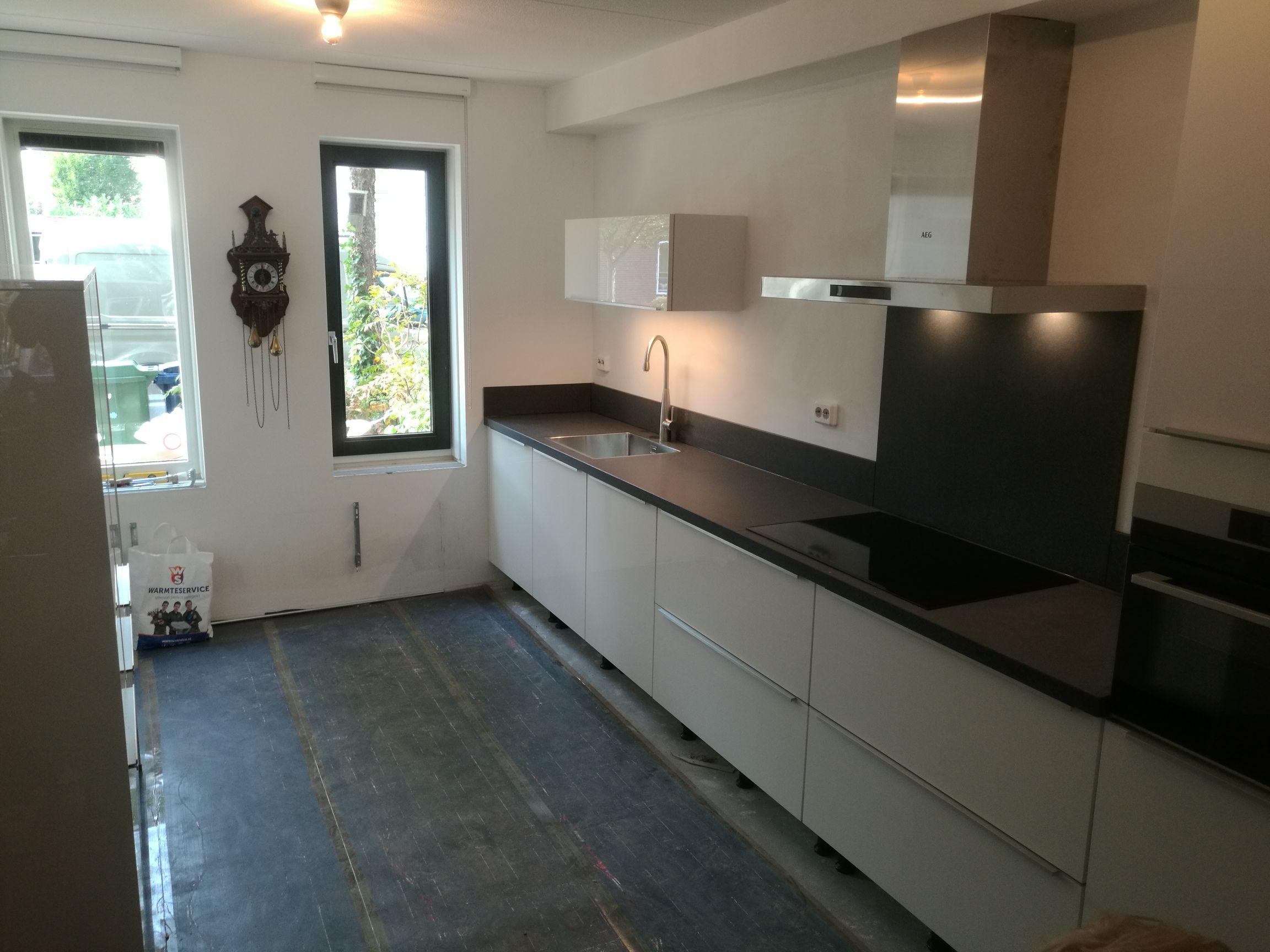 Keuken Zwart Blad : Keuken opgeleverd door keukensale.com almere #strakke #keuken