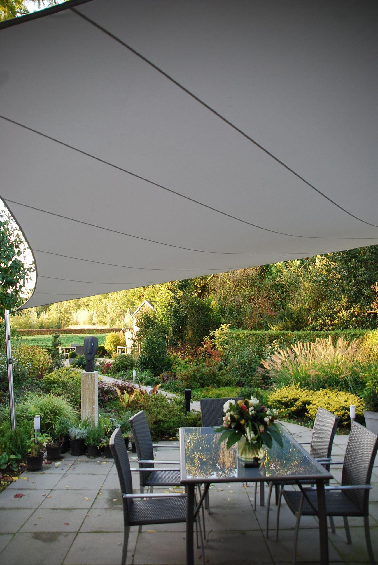Uw terras optimaal benutten kan met een shadowart terrasoverkapping het doek is waterdicht en - Gespannen terras ...