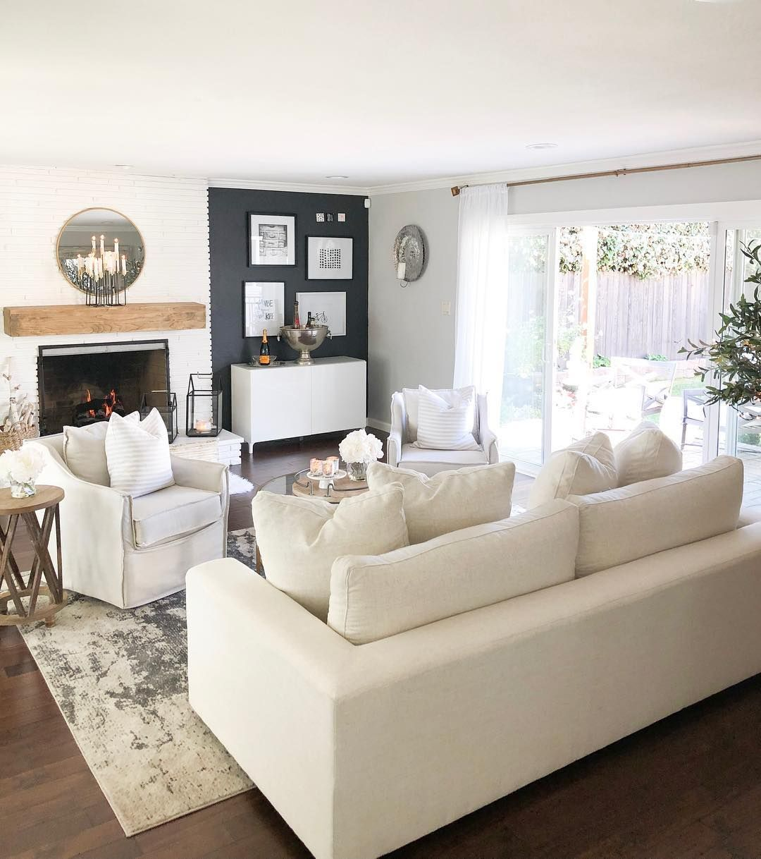 warm cozy aesthetics in this traditional chic living room ...