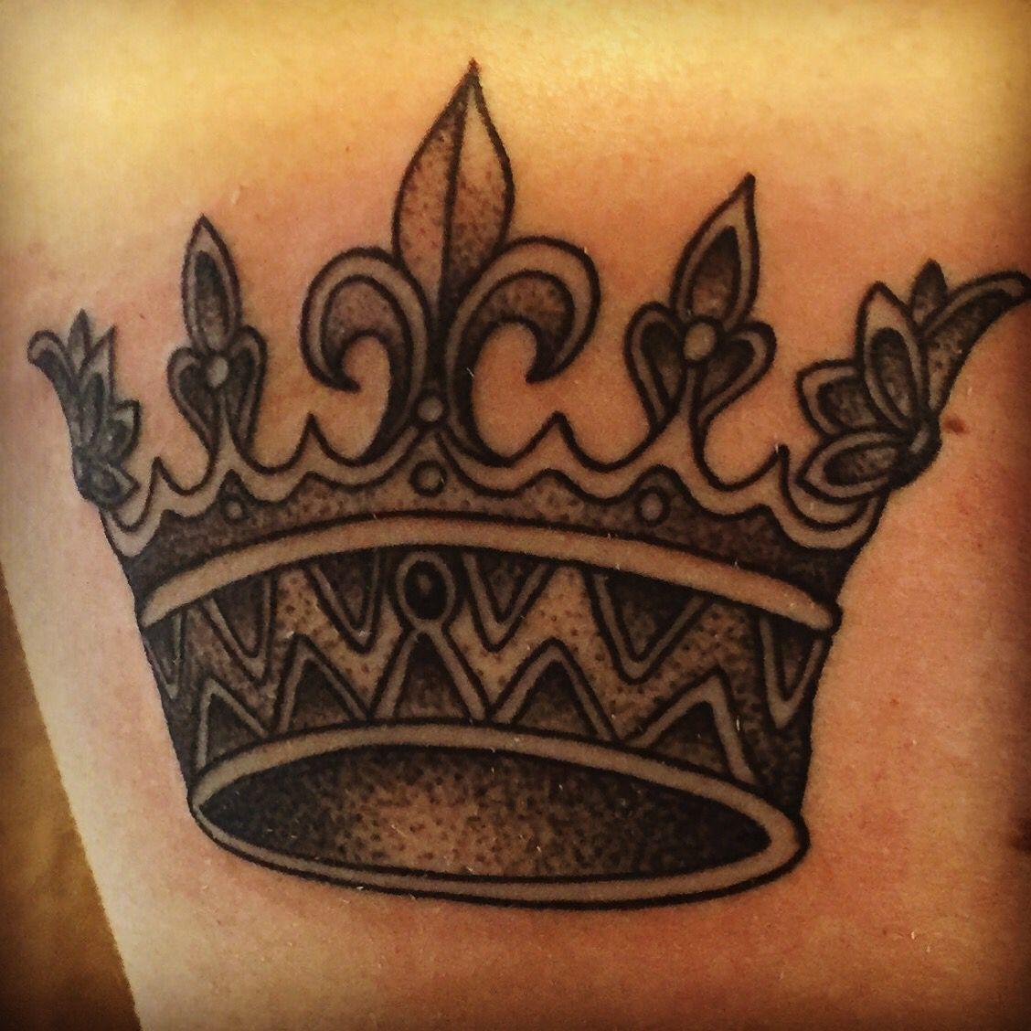 Queen +king crown